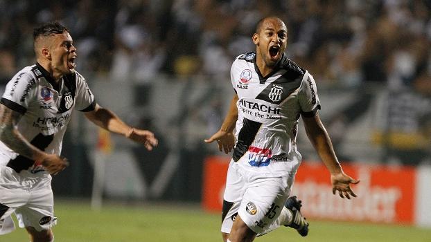 Fellipe Bastos comemora após marcar o gol de empate para a Ponte Preta na final da Copa Sul-Americana contra o Lanús<br />Foto: ESPN