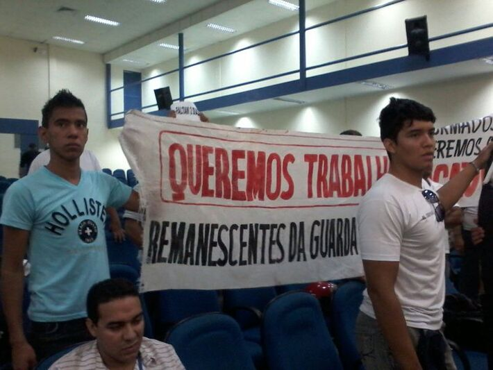 Aprovados em concurso de Guarda Municipal protestam na Câmara de Vereadores da Capital
