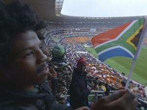 . A simpatia com Obama, no entanto, foi inversa à que os sul-africanos presentes no estádio tiveram com o presidente do país, Jacob Zuma, que tem o nome ligado a suspeitas de corrupção e foi vaiado em todos os momentos em que aparecia nos dois telões do S