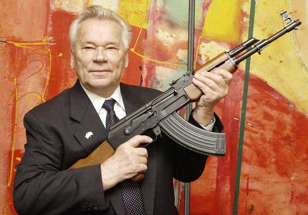O inventor do famoso fuzil de assalto soviético AK-47, Mikhail Kalashnikov, morreu nesta segunda-feira (23), aos 94 anos. O anúncio foi feito pela agência de notícias oficial Itar-Tass, que citou um porta-voz das autoridades da República de Udmurtia,