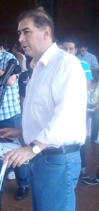 Bernal durante discurso na entrega motoniveladores para municípios do interior do Estado