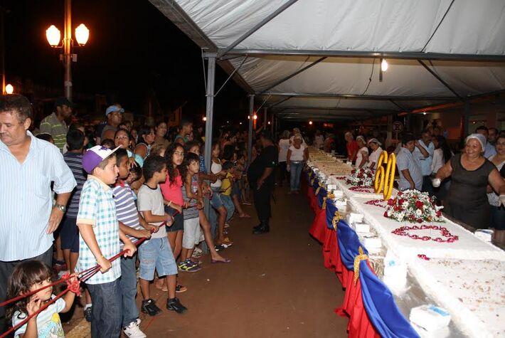 Com um público estimado em 5 mil pessoas, Itaporã comemorou 60 anos com uma grande festa na praça central do município.