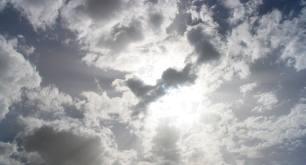 A quarta-feira será com sol e muitas nuvens em Campo Grande (MS). Pancadas de chuva devem ocorrer a tarde e à noite na Capital, onde os termômetros registram entre 28ºC e 21ºC.