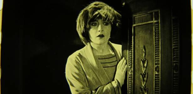 """Cena do filme mudo """"The White Shadow"""" (1923), de Alfred Hitchcock<br />Foto: AFP"""