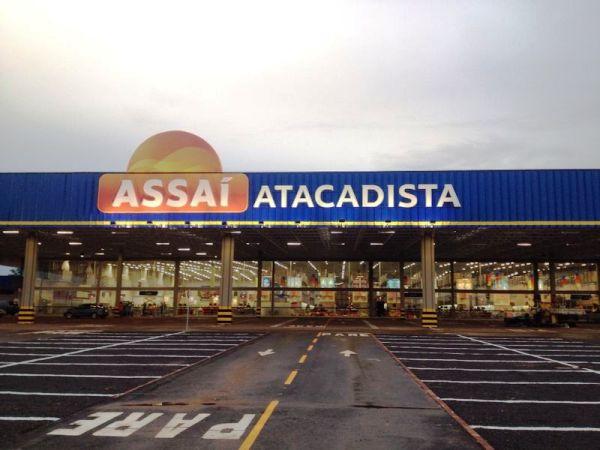 """</p> <p style=""""text-align: justify"""">OGPA inaugura hoje (23), às 9h, com investimento de R$ 25 milhões, a segunda unidade da rede Assaí Atacadista em Campo Grande, localizada na Av. Cônsul Assaf Trad, s/nº no bairro Mata do Jacinto. A primeira foi aberta"""