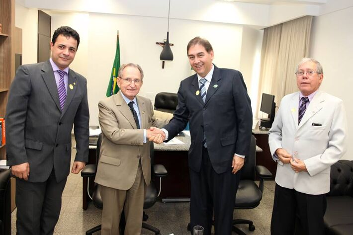 Vereador Cazuza (PP), Senador Ruben Figueiró (PSDB), prefeito Alcides Bernal (PP) e ouvidor municipal Ulysses Duarte.<br />Autor: Cezar Krugel