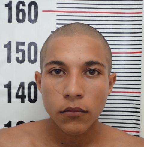 """fotografia de Hugo Vinícius de Lima (19), vulgo """"JACK"""", o qual tem participação ativa no sequestro do bebê ocorrido nesta capital, no Bairro Dom Antônio Barbosa, no último dia 16/11/13."""