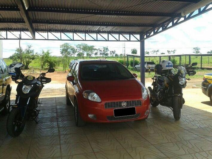 O veículo foi apreendido e encaminhado para Polícia Civil de Paranaíba.