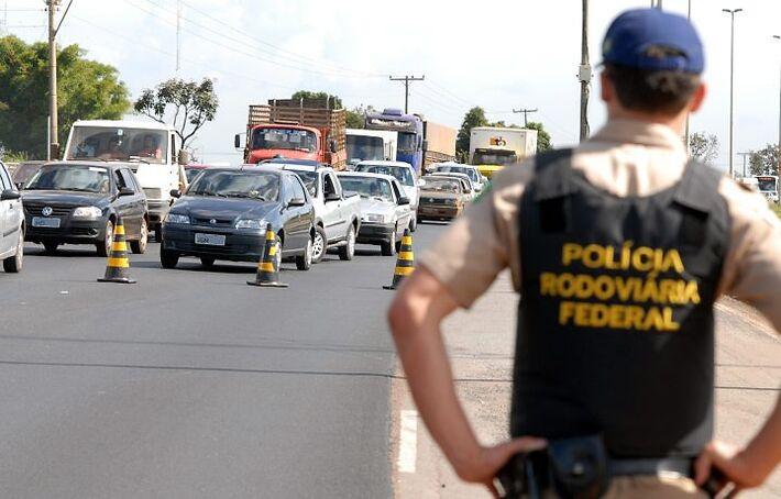 Neste período a Polícia Rodoviária Federal aumentará a presença do efetivo nas rodovias federais do Estado.