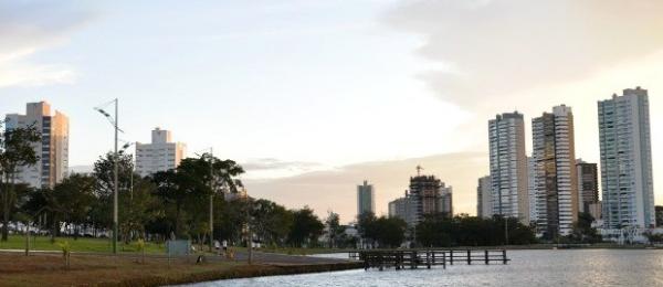 """&nbsp;  <span style=""""font-size: small"""">A chuva não dá trégua para a Região Centro-Oeste nesta segunda-feira. A presença da Zona de Convergência do Atlântico Sul ainda deixa muitas nuvens sobre o oeste e norte de Mato Grosso do Sul, provocando várias"""