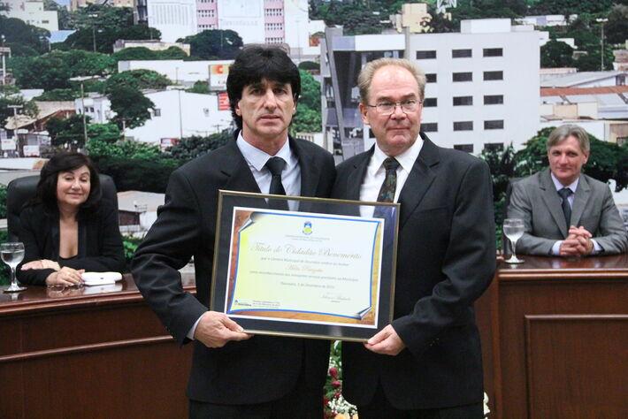 Empresário recebe prêmio da Câmara de Vereadores de Dourados