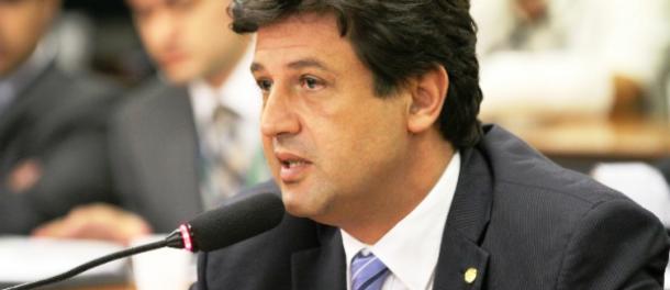 """</p> <p style=""""text-align: justify"""">O deputado federal Luiz Henrique Mandetta (DEM/MS) ficou satisfeito em ter sido considerado o sétimo deputado que mais contribui para o progresso do Brasil nos últimos anos.</p> <p style=""""text-align: justify"""">De acord"""