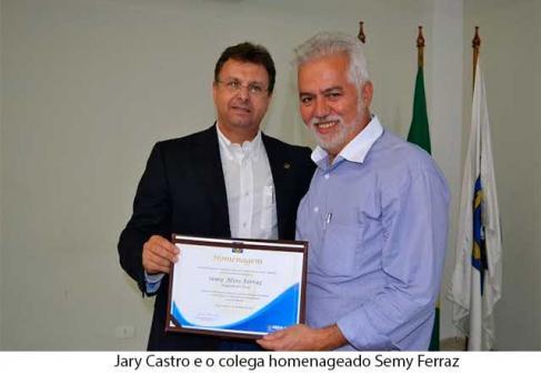 Em sua derradeira sessão de 1013, o Crea-MS homenageou na noite anterior o engenheiro civil Semy Ferraz, ex-deputado e atual secretário de Infraestrutura, Transporte e Habitação da gestão do prefeito Alcides Bernal (PP) de Campo Grande, com honraria c