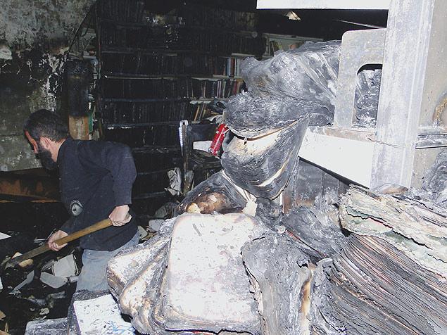 Livraria Al-Saeh, na cidade antiga de Trípoli, no Líbano, após incêndio proposital que destruiu livros centenários<br />Foto: Diogo Bercito/Folhapress