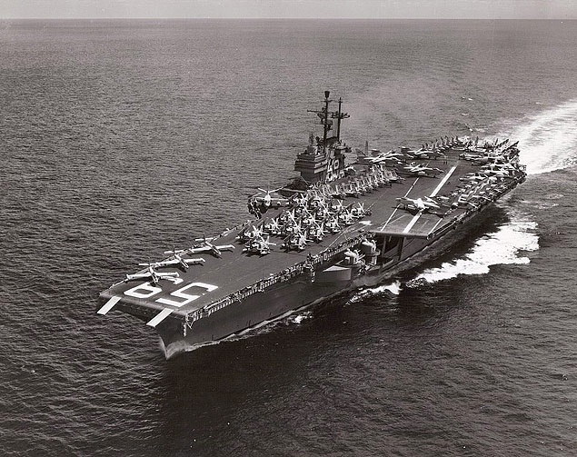 O porta-aviões norte-americano USS Forrestal, que foi enviado ao Brasil em apoio ao golpe<br />Foto: Reprodução