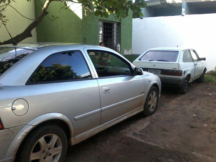 O veículo roubado e o veículo usado no assalto<br />Foto: Klemerson Rocha