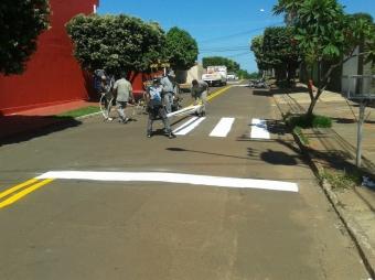 Pintura sendo realizada em vias da Capital<br />Foto: Assessoria da prefeitura