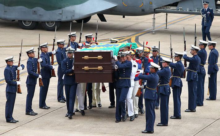 Cerimônia de recebimento dos restos mortais do ex-presidente João Goulart<br />Foto: Pedro Ladeira - 14.nov.13/Folhapress