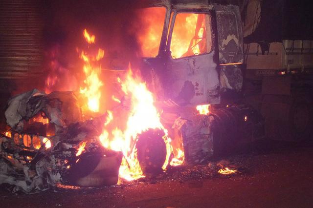 Fogo consumiu interior de carreta<br />Foto: Douradina News