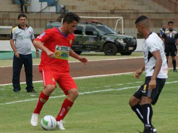 Com a bola, João Leonardo fez o gol do Sete no jogo<br />Foto: Divulgação Sete