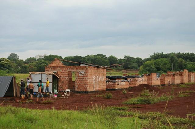 Famílias invadiram o local no dia 8 de janeiro<br />Foto: Dourados News