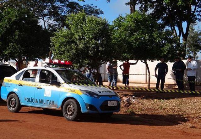 Corpo foi encontrado em frente ao cemitério<br />Foto: Osvaldo Duarte