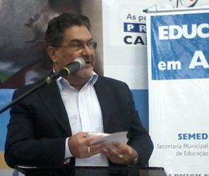 Secretário municipal de educação, José Chadid