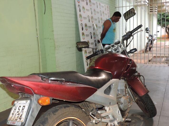 Motocicleta usada nos assaltos<br />Foto: Klemerson Rocha