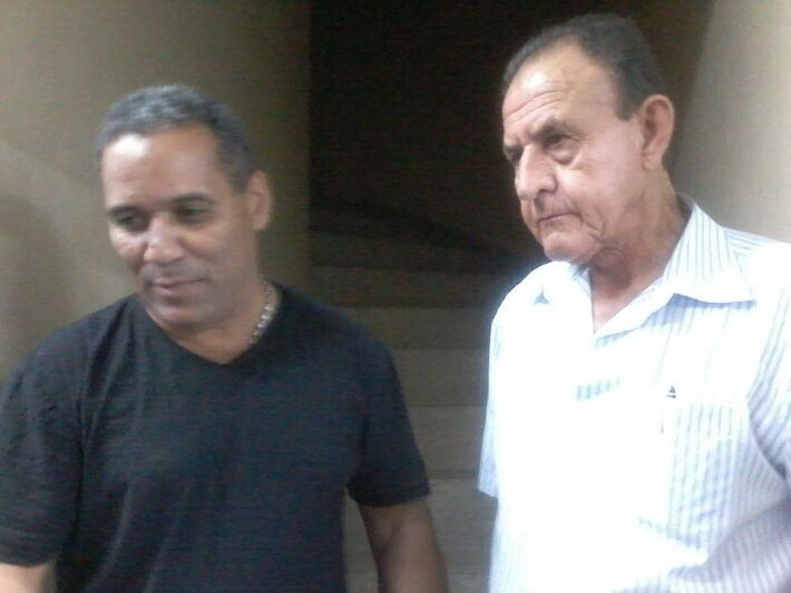 Chiquinho Telles (PSD) e um dos líderes comunitários que participam da reunião<br />Foto: Heloísa Lazarini