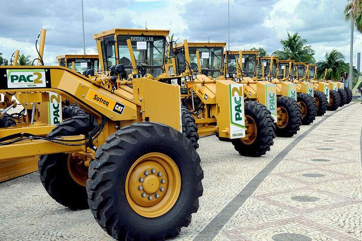 Motoniveladoras do PAC 2 do governo federal<br />Foto: Assessoria