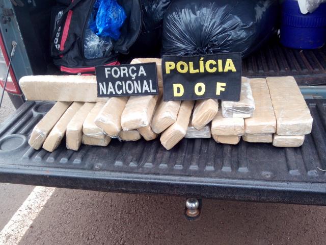 A apreensão aconteceu por volta das 16h30 deste sábado, quando o coletivo foi parado para fiscalização, na rodovia BR-463, km 13, próximo ao trevo que dá acesso à Laguna Carapã, e a droga encontrada em uma mochila que estava de posse de Adolfo Marços