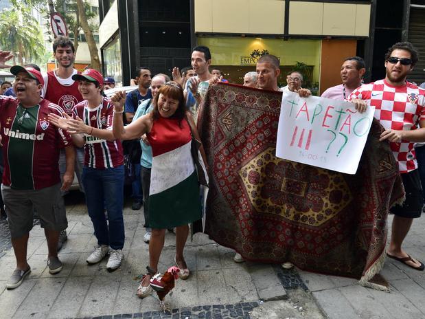 A pedido da Confederação Brasileira de Futebol (CBF), a audiência que ocorreria nesta quarta-feira entre membros da entidade e o Ministério Público de São Paulo (MP-SP) foi adiada para a próxima segunda. No encontro, a entidade que rege o futebol bras
