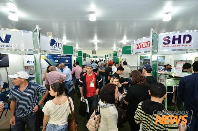 Canasul foi principal evento do agronegócio promovido pela prefeitura em 2013<br />Com atendimento descentralizado, Ciat encaminhou quase 15 mil pessoas ao mercado de trabalho<br />Foto: Dourados News