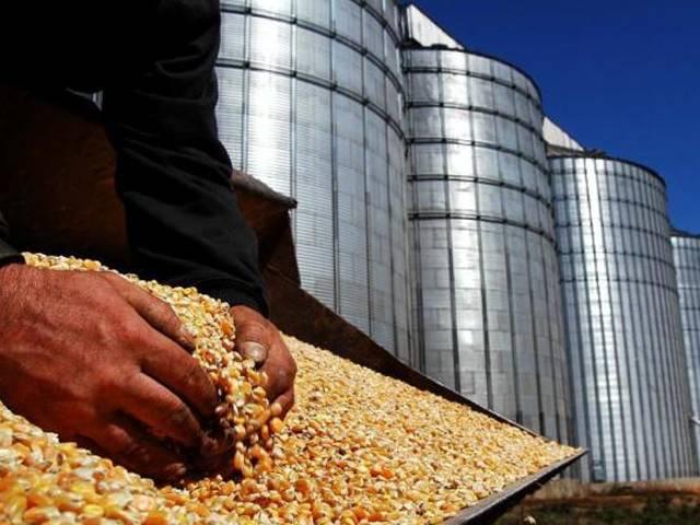 A balança comercial do agronegócio abriu 2014 com superávit (exportações maiores que importações) de R$ 4,4 bilhões, registrado em janeiro. Apesar de positivo, o resultado é inferior ao superávit de US$ 5,1 bilhão registrado no mesmo mês do ano passado. O