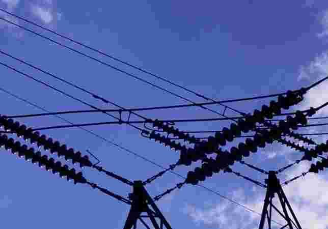 Rio Grande do Sul e Santa Catarina registraram aumento no consumo de energia elétrica de 18%. Porto Alegre registrou mais de 20 dias com temperatura máxima acima de 30 graus Celsius (ºC), chegando a 35 ºC em alguns dias. Neste verão, as vendas de ar-condi