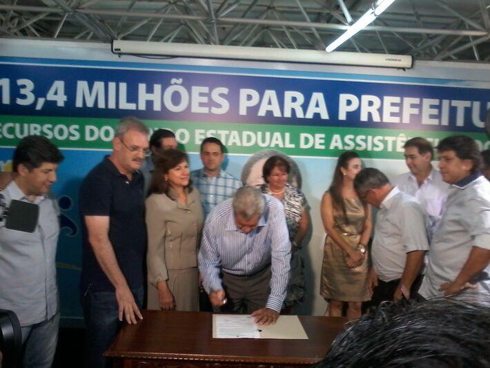 Governador André Puccinelli (PMDB) durante a assinatura do Suas<br />Foto: Diana Christie
