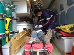 Jovem foi socorrido pelo Samu e encaminhado ao Hospital da Vida em estado grave (Foto: Cido Costa)