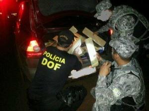 """Os ocupantes do veículo tentaram fugir entrando em uma área de pastagens, porém foram detidos, e identificados como sendo o motorista. S.J.J.B, 41 anos, e o acompanhante S.P.S, 50 anos, ambos moradores na cidade de Brasília/DF.</p> <p style=""""text-align:"""