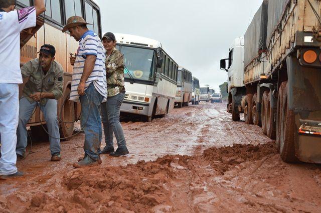 Motoristas se unem para tentar resolver problema dos atolados<br />Foto: Divulgação