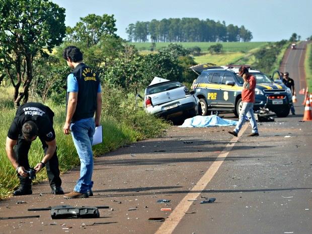 Acidente envolveu dois carros e uma motocicleta na BR-060, em Sidrolândia (Foto: Mirian Machado