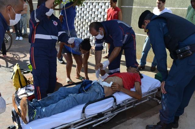 Homem foi baleado e encaminhado para o Hospital da Vida - Foto: Osvaldo Duarte