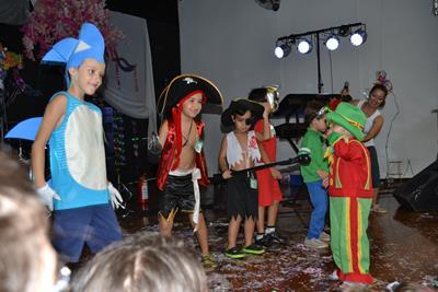 """</p> <p align=""""JUSTIFY""""><span style=""""color: #000000;""""><span style=""""font-family: arial, sans-serif;"""">Carnaval é sinônimo de alegria para o folião e para família. Em meio à modernidade que tem levado os tradicionais bailes de carnaval a desaparecerem, a As"""