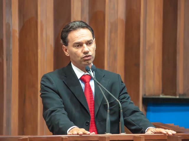 O deputado estadual Marquinhos Trad (PMDB) anuncia audiência pública no dia 10 de março para debater detalhes da implementação de pedágio em MS (Foto: Marcelo Calazans)