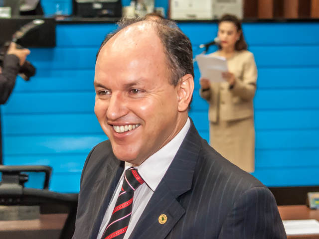 O deputado destacou que antes da administração de André, o Estado se deparava com viaturas estragadas e na gestão de Puccinelli recebeu novas viaturas (Foto: Marcelo Calazans)