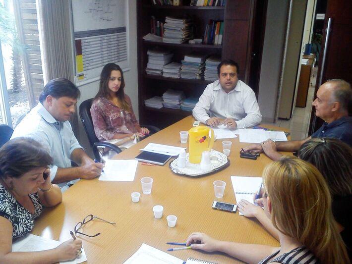 Representantes da Associação Comercial e outras entidades de classe em reunião com o Secretário de Saúde para discutir as atividades do Rolezinho Contra a Dengue<br />Foto: Wilson Santana