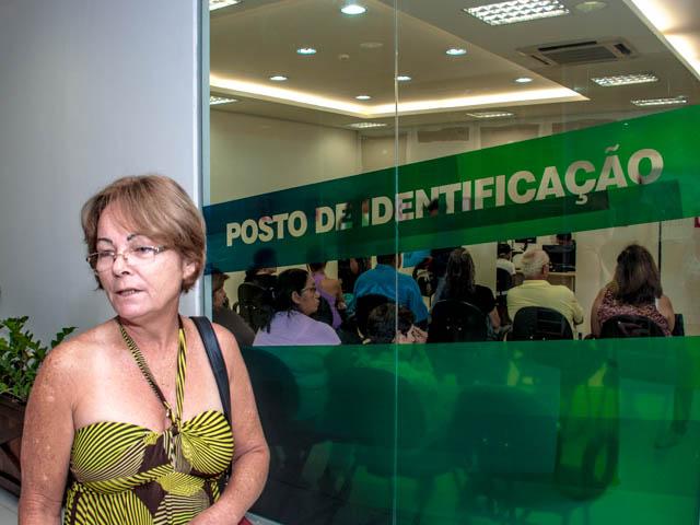 Maria da Penha garante que falta treinamento para a equipe responsável pela emissão do RG (Foto: Marcelo Calazans)