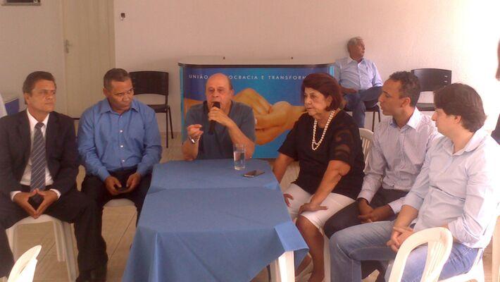 Na tarde desta quinta-feira (13), a executiva municipal do PSD realizou uma reunião na sede do diretório regional do partido com intuito de debater a direção que o partido terá nas eleições de 2014. A grande discussão é se o partido apoia a candidatura do