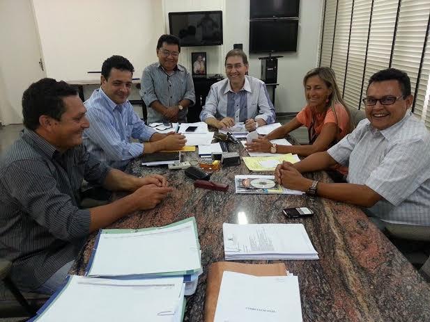 O prefeito Alcides Bernal recebeu em seu gabinete na Prefeitura de Campo Grande a vereadora Virgínia Magrini e dirigentes do PP de Dourados<br />Foto: Divulgação