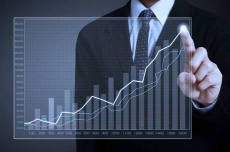 Atualmente, a Selic está em 10,5% ao ano. E a previsão do mercado financeiro é que a taxa continue a subir e feche 2014 em 11,25% ao ano. Em 2015, a previsão é que haja novos ajustes na Selic, que encerrará o período em 12% ao ano. Essas projeções para a