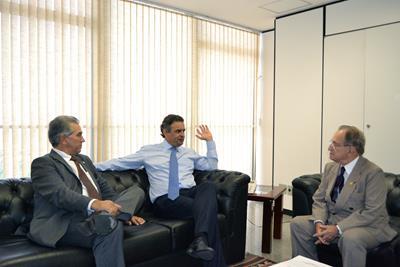 Deputado federal Reinaldo Azambuja, senador Aécio Neves e senador Ruben Figueiró,todos do PSDB<br />Foto: assessoria Ruben Figueiró